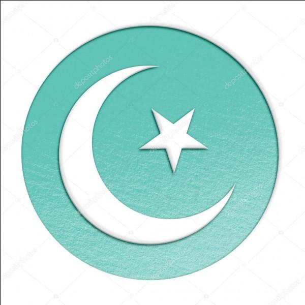Sa principale religion est l'islam.