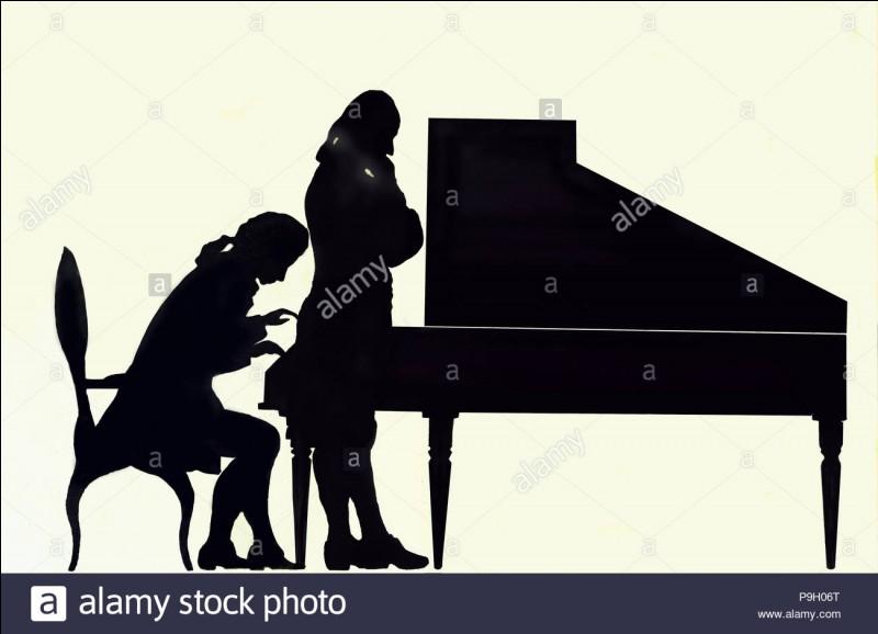 Qui pianote à contre-jour ?