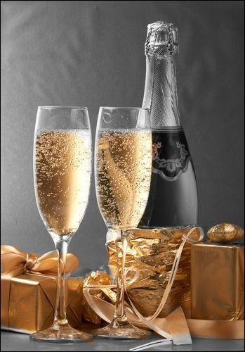 Tradition oblige : pour tous ce sera champagne ! On ouvre une bouteille de...