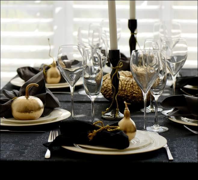 Voici la suite, avec un mets qui n'est pas encore arrivé sur la table mais qu'on nous décrit composé de plusieurs lobes entiers de foie gras, de quoi s'agit-il ?