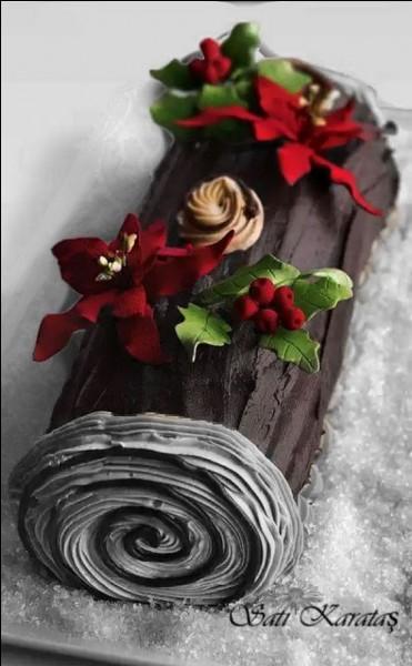 Et voilà la bûche tant attendue, décorée avec de somptueuses fleurs rouges. Lesquelles ?
