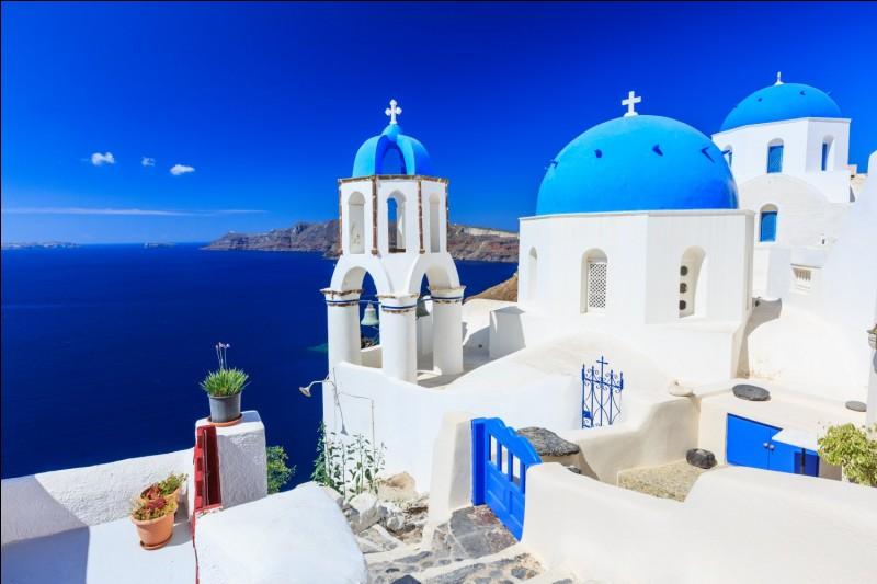 La tradition grecque fait garder les portes de Thèbes par une créature mythique, laquelle ?