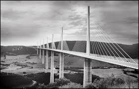 Quel est le nom de ce pont se trouvant en Aveyron ?