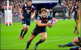 Un match de rugby a une durée qui est divisée en deux mi-temps de...