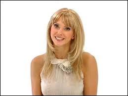 """Quelle actrice se produisait dans des sketchs appelés """"La Minute Blonde"""" dans les années 2000 ?"""