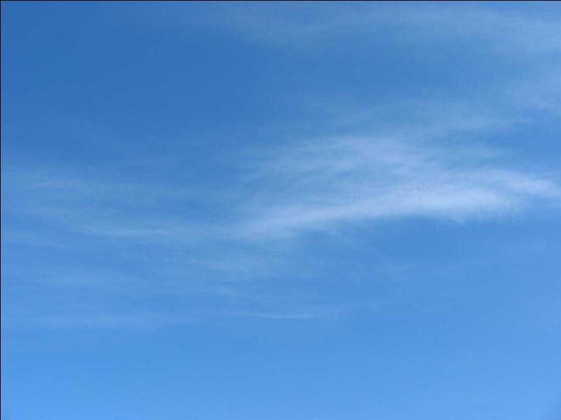 De quelle couleur est le ciel (quand il fait beau) ?
