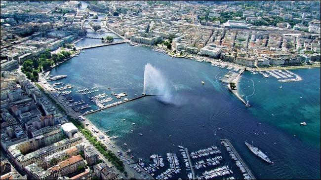 Mada voudrait bien savoir combien d'habitants contient la ville de Genève, environ, aujourd'hui.