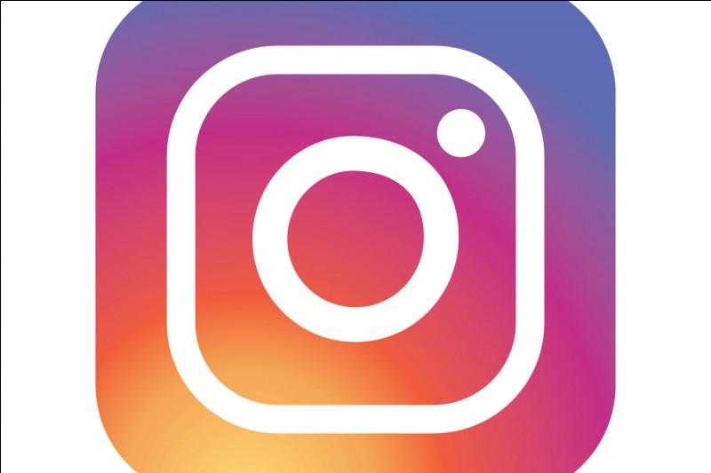 Mada ne se souvient plus à quel réseau social appartient ce logo. Pouvez-vous le lui rappeler ?