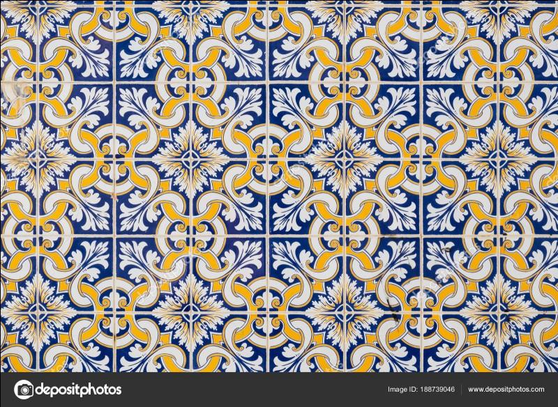 Comment s'appelle le carreau de faïence émaillée à dominante bleue très répandu au Portugal ?
