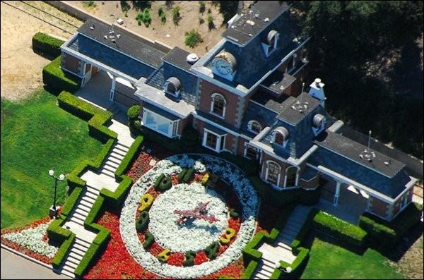 En 1988, Michael Jackson achète une immense propriété. Quel est son nom ?