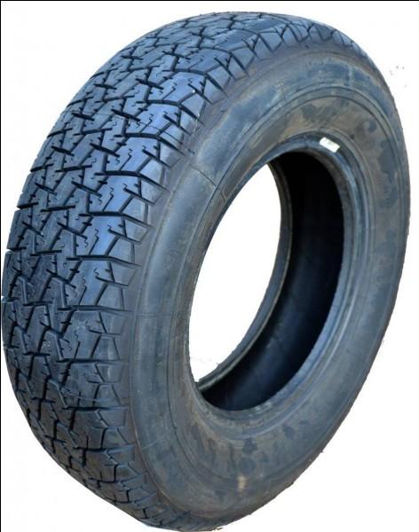 Elle doit changer les pneus avan____ de sa voiture.