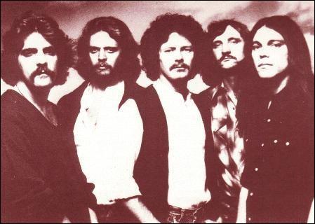 Quel groupe chante 'Hotel California' en 1976 ?