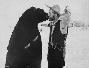 Voilà un Fozzie qui se paie le luxe d'embrasser Paul Newman ! C'est l'ours Bruno, ours acteur, qui a eu cette chance dans l'un des westerns tournés par l'acteur. A votre avis, lequel ?