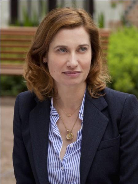 """Cette actrice, consacrée en 2002 par un César avec le film de Jacques Audiard """"Sur mes lèvres"""", a aussi joué dans """"Rois et Reine"""" et dans """"À l'origine"""". C'est Emmanuelle..."""