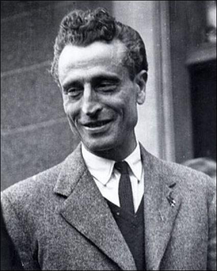 """Ce résistant (1900 - 1969), fondateur du mouvement Libération-Sud en 1941, auteur des paroles de """"La Complainte du partisan"""", membre du gouvernement de la France libre en 1943-44, c'est Emmanuel ..."""