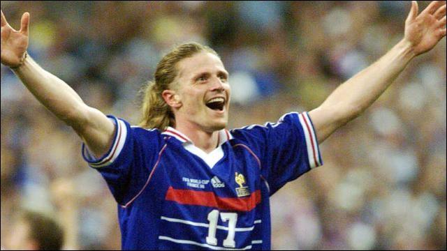 Ce footballeur, révélé à l'AS Monaco, joueur de l'équipe de France, est célèbre pour avoir marqué le dernier but de la victoire des Bleus en finale de la Coupe du monde 1998 contre le Brésil. C'est Emmanuel ...