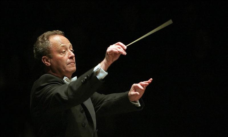 Ce chef d'orchestre, né en 1947, directeur musical de l'Orchestre National de France à partir de septembre 2017. C'est Emmanuel...