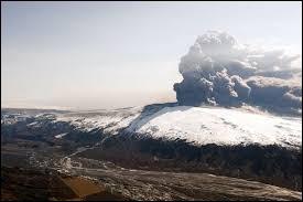 Dans quel pays se situe le volcan Eyjafjöll ?