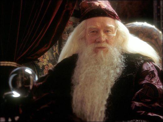 Dans le film, combien de réverbères Albus Dumbledore éteint-il, avec son déluminateur, lors de sa venue à Privet Drive ?