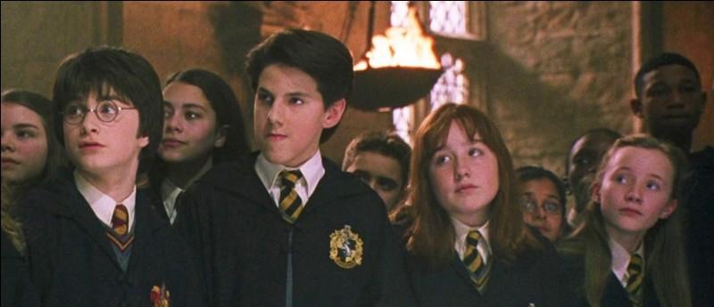 Où le trio rencontre-t-il pour la première fois Justin Finch-Fletchley ?