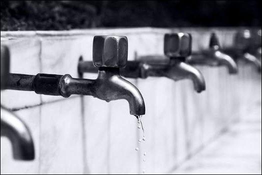 Lorsque vous buvez de l'eau du robinet, on dit familièrement que vous buvez du...