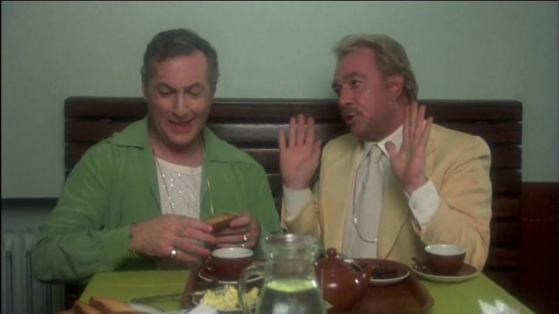 """Je m'appelle Albin, je suis une grande folle dans le film """"La Cage aux folles"""".Dans la vraie vie j'étais acteur, très connu Qui suis-je ?"""