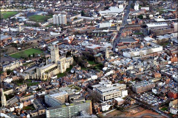 Cette ville du sud-ouest de l'Angleterre, sur la Severn, peuplée de 120 000 habitants, c'est :