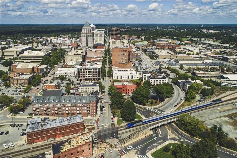 Cette ville des Etats-Unis, en Caroline du nord, au centre d'une aire urbaine de 700 000 habitants, c'est :