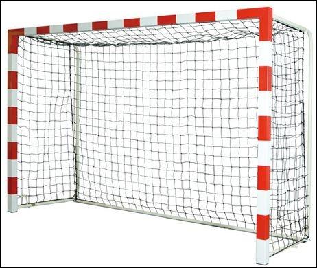 Quelles sont les dimensions d'un but de handball pour un match type de moins de 16 ans ou d'adultes ?