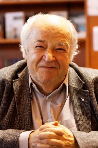 """Ce journaliste, homme de radio, né en 1944, est connu comme animateur d'émissions telles que """"Pas de panique"""", """"Marche ou rêve"""". C'est Claude..."""