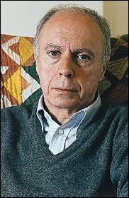 """Cet écrivain (1913 - 2005), figure du nouveau roman, auteur de """"La Route des Flandres"""", prix Nobel de littérature en 1985 avec """"Les Géorgiques"""", c'est Claude..."""