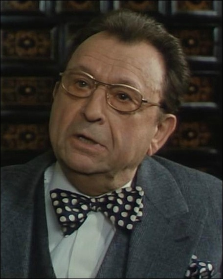 """Cet acteur (1923 - 2006) de théâtre et de cinéma a aussi prêté sa voix inimitable à des films d'animation et à la narration de la série """"Les Shadoks"""". C'est Claude..."""