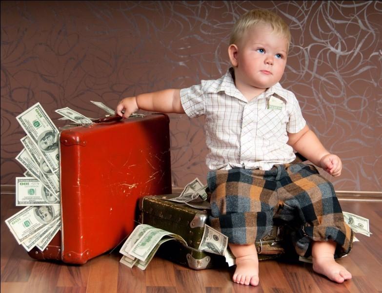 Quel objet aviez-vous dans la bouche dès le berceau si vous êtes né dans une famille riche ?