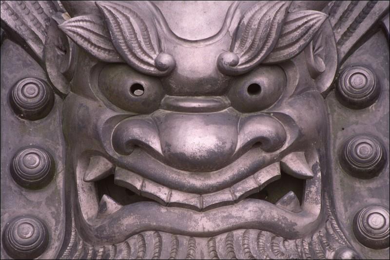 """Complétez les paroles de """"La Salsa du démon"""" : """"Oui, je suis Belzébuth (Horreur) / Je suis un bouc, je suis en rut (Horreur, malheur) / Oui, oui, oui, je vis dans l'ordure (Horreur) / Je pue la sueur et...""""."""