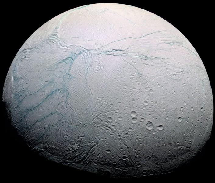 Autour de quelle planète gravite Encelade ?