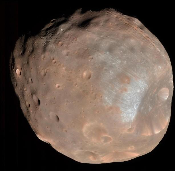 Autour de quelle planète gravite Phobos ?