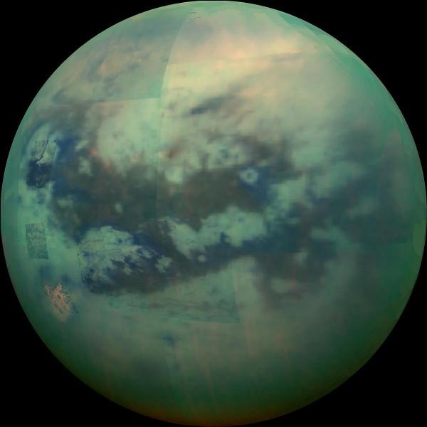 Autour de quelle planète gravite Titan ?