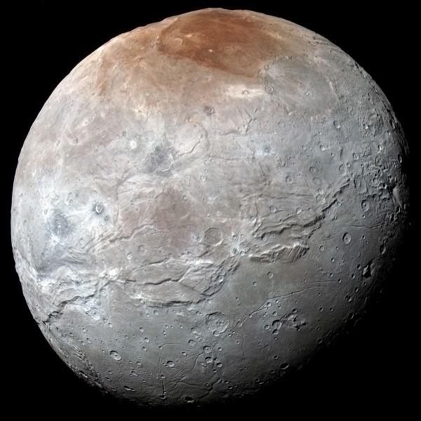 Autour de quelle planète gravite Charon ?