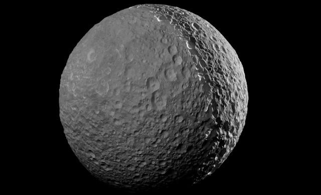 Autour de quelle planète gravite Mimas ?