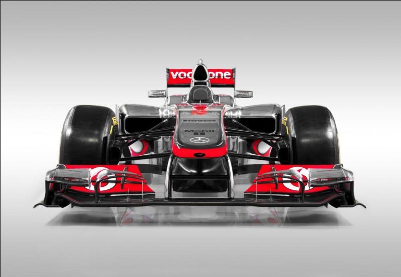 Cette Formule 1 est une Mercedes Petronas.