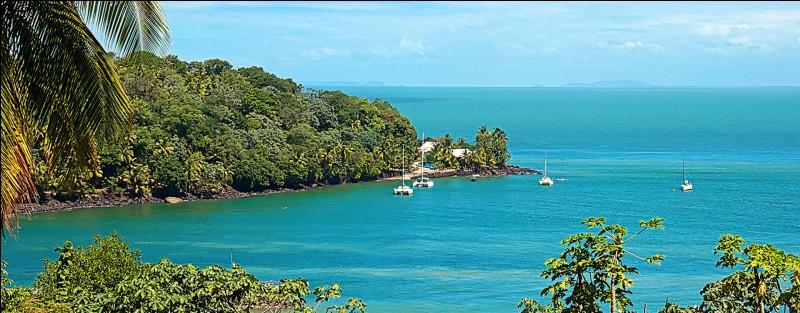 A quel pays est rattachée l'île du Diable, située dans l'océan Atlantique, près des côtes de l'Amérique du Sud ?