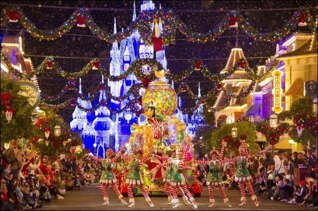 Ici on est loin du froid et de la neige du nord : cet état américain est le choix de beaucoup d'aînés pour y passer l'hiver. On les appelle les ''Snow birds''. Si vous y passez les fêtes en famille au soleil, allez voir le défilé de Noël Disney World. Un autre beau rendez-vous, c'est au Epcot Center aux « Holidays Around the World ».