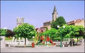 Commune d'Occitanie, dans l'arrondissement de Castres, Lacrouzette se situe dans le département ...