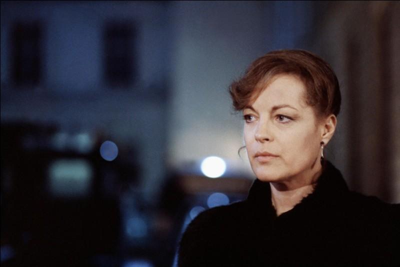 Dans ce film de Claude Miller, sorti en 1981, elle est Chantal Martinaud qui se suicide après la découverte qui a innocenté son mari. De quel film s'agit-il ?