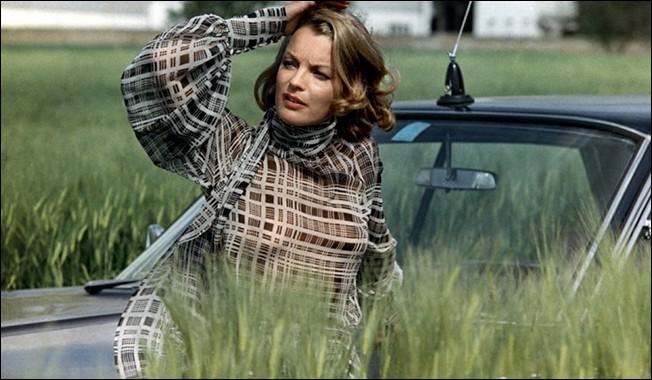 """Dans """"César et Rosalie"""", si Romy Schneider est Rosalie, personnage féminin principal du film, quel acteur est César ?"""