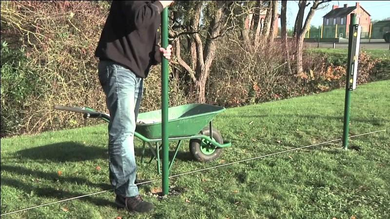 Quelle unité de mesure de surface ou d'aire est égale à cent mètres carrés ?