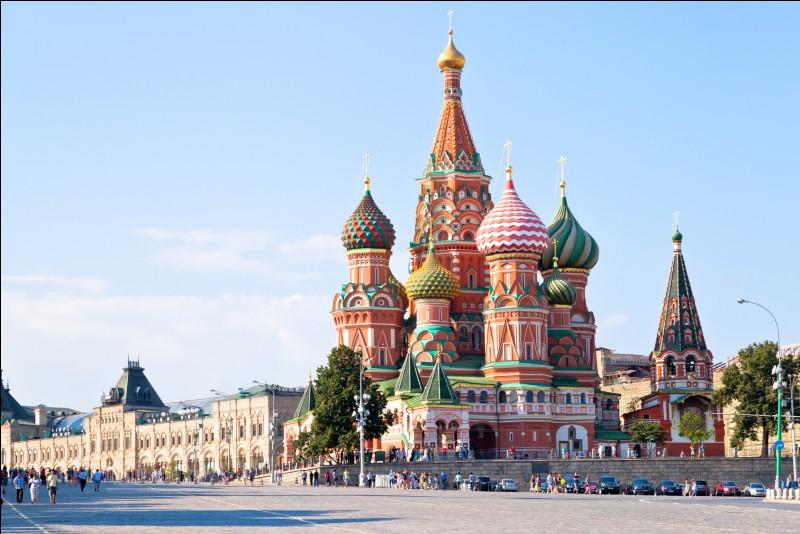 Sa plus grande ville est Moscou.