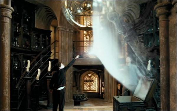 Quel est le deuxième souvenir auquel Harry pense lorsqu'il s'entraîne à lancer son Patronus avec Remus Lupin ?