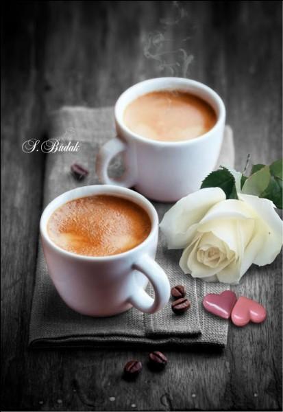 """Vous avez bien mérité un café ! Si vous me demandez une """"noisette"""", comment vais-je servir le lait ?"""