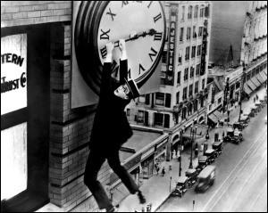 """""""Monte là-dessus !"""" est un film américain muet sorti en 1923.Qui se retrouve accroché aux aiguilles de l'horloge d'un immeuble ?"""